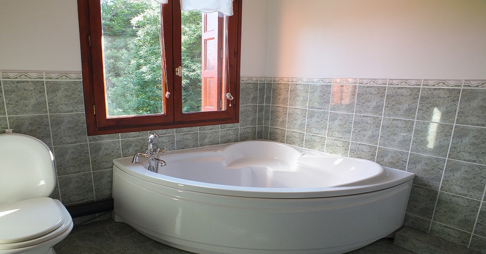 Corner bath in master bedroom
